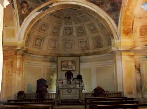 Fig. 14. Pompei, contrada Giuliana, chiesa Madonna dell'Arco, interno, area presbiteriale.