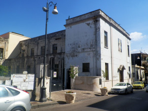 Fig. 17. Pompei, chiesa Sacro Cuore di Gesù, scorcio del complesso da via Colle S. Bartolomeo.