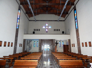 Fig. 20. Pompei, località Parrelle, chiesa S. Maria Assunta in cielo, scorcio dell'aula liturgica dal presbiterio.